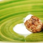 Albóndigas griegas con salsa de yogur