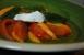 Ensalada de tomate, melocotón y mozzarella