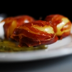 Patatas envueltas en jamón con pimientos