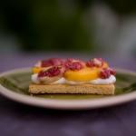 'Sablée' bretón con nata, higos y nectarina