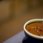 Sopa de tomate, higos y comino