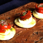 (Espaol) Cocas con pimiento confitado, anchoa y huevo