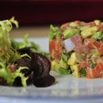 (Español) Tartar de salmón y aguacate