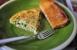 Tortilla de bacalao, guisantes y ajos tiernos