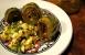 Alcachofas con ensalada de huevo y piñones