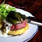 (Español) Hamburguesa con pimientos verdes macerados