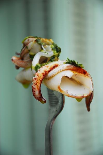 Calamares con mojo de cilantro