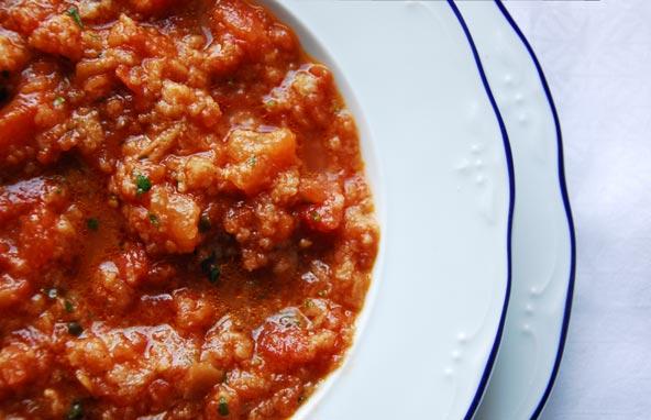 sopa-tomate-pan-albahaca
