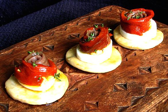 cocas pimiento anchoa huevo