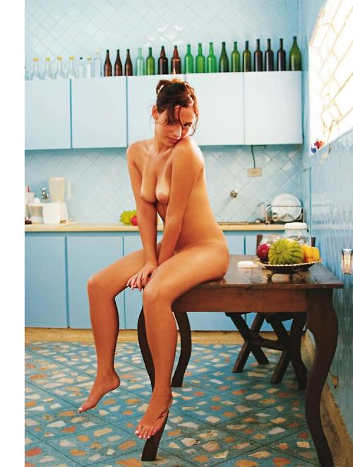 chica en cocina